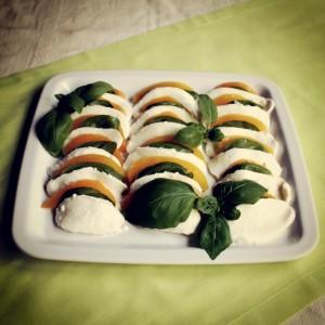 Mozarella z brzoskwiniami